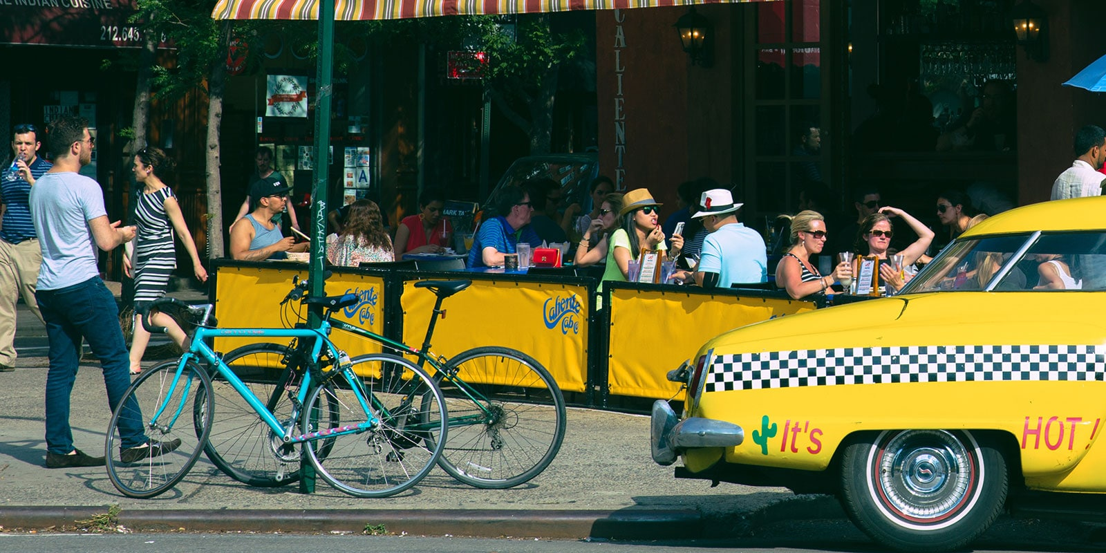 NYC Open Streets / Open Restaurants enables outdoor dining (Valentin Armianu/Dreamstime)